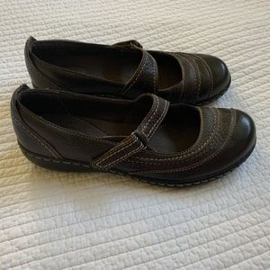 Clarks bendable slip-on shoes